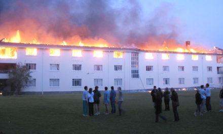 US moet opdok ná brand