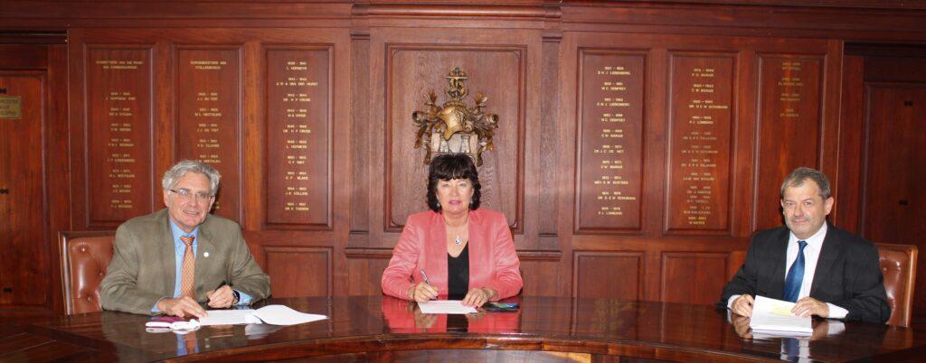 De Villiers, Van Deventer en Roos by die ondertekening van die MvV